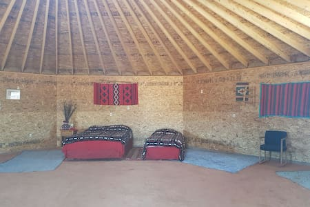 Navajo octagon earth home - Oljato-Monument Valley - Casa cueva