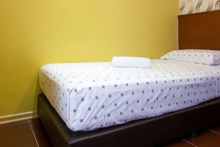 batu pahat black singles 1 single bed ~ rm50 1 queen bed ~ rm68  batu pahat hotel menu close back  kluang parade hotel 1 queen bed + 1 single bed ~ rm78 each room offers :-.