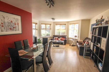 Two Double Bedroom Ground Floor Apartment - Appartement