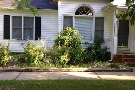 Lovely home in quiet community. - Knightdale - House