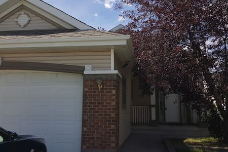 Whole house! Easy access to Banff and Airport. - Calgary - House