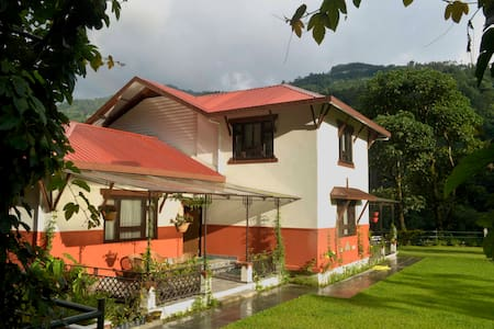 Burpeepal Cottage - Gangtok - Bungalow