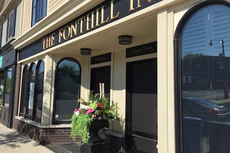 THE FONTHILL INN, Old Orchard Suite - Pelham