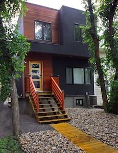 Modernist House Downtown Regina - House
