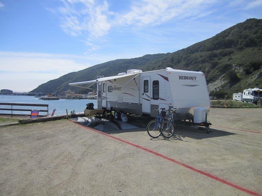This spot on the water fills up every weekend. Expect big RV's next to you.