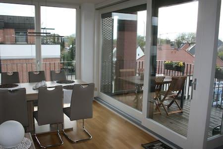 Freundliches Zimmer in 4-Zi-Wohnung - Daire