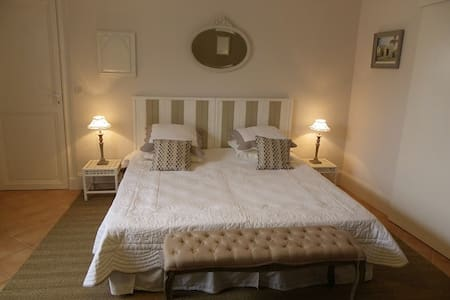 Claire Abbaye chambre d'hôtes - Bed & Breakfast