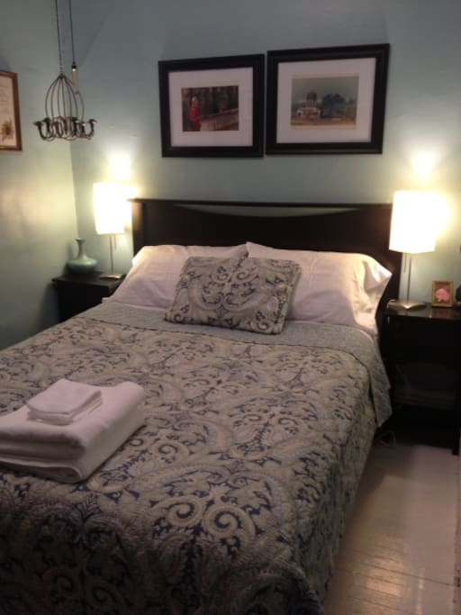 queen size bed, which allows two adults to sleep comfortably...