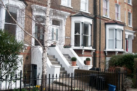 Flat in house Hackney E8 2LG (mid)
