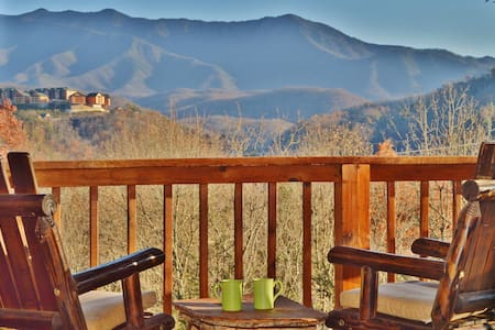 """Time after Time"" Luxury Cabin - 盖林柏格(Gatlinburg)"
