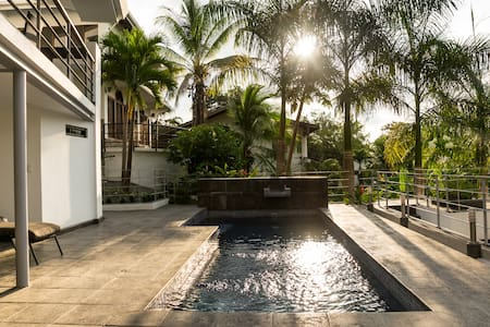Luxury home in great area w/ pool3!