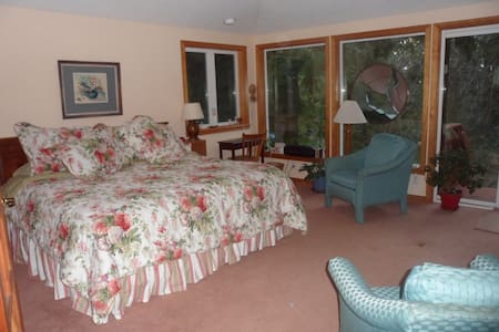 Forest Dweller's Oceanic Retreat - Waldport - Bed & Breakfast