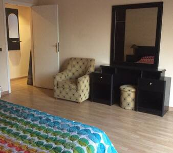 Spacious Private Room in 2BD Suite in Hamra! - Beirut - Apartment-Hotel