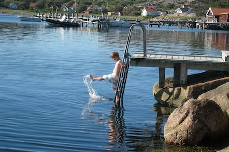 Summer, saltwater baths, by the sea - Tanum Municipality - Zomerhuis/Cottage