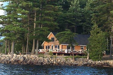 Windy Point Cottage on Ambajejus Lake - Casa