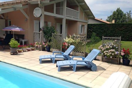 Comfortable House with Pool on Lake - Casa