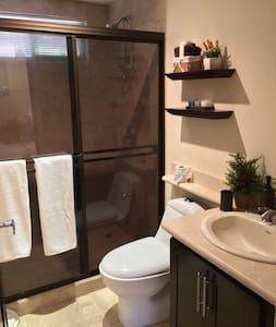The Cove - 2 Bdrm Suite (1 of 8) - Condominium