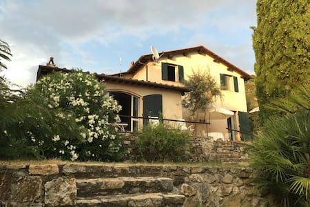 Panorama house with olive grove - Mommio Castello - Rumah
