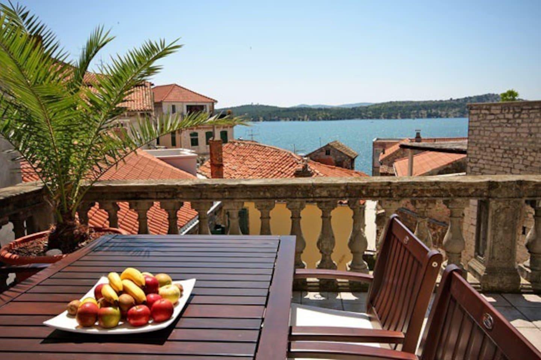 Old Town Sea View Sibenik Apartment