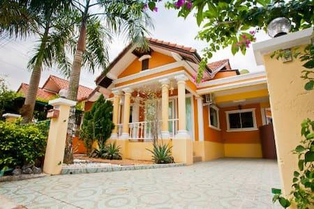 Luxury thai style 3BR @ Pete's Home - Ev