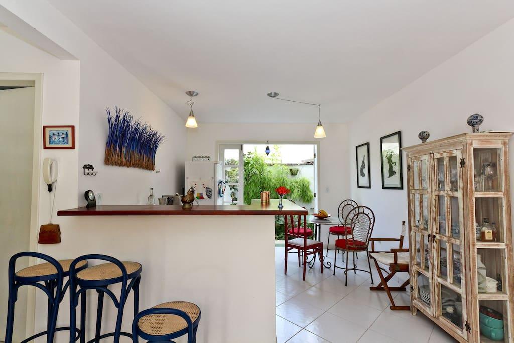 Kitchen and eating area /Cozinha e Sala de Refeições