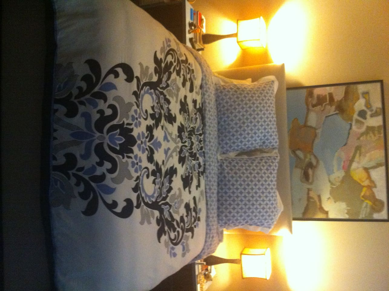 Bedroom - Queen Size Bed with 400 Thread Count Sheets