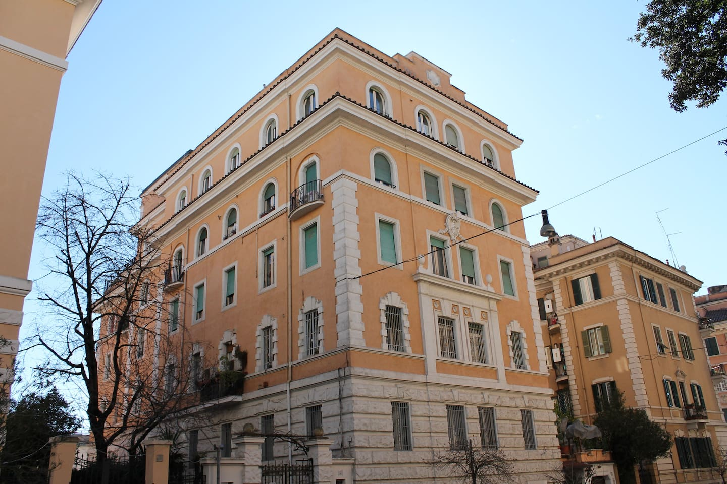 beautiful sunny roman apartment
