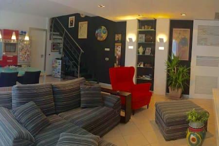 Bright and quiet apartment - Condominium