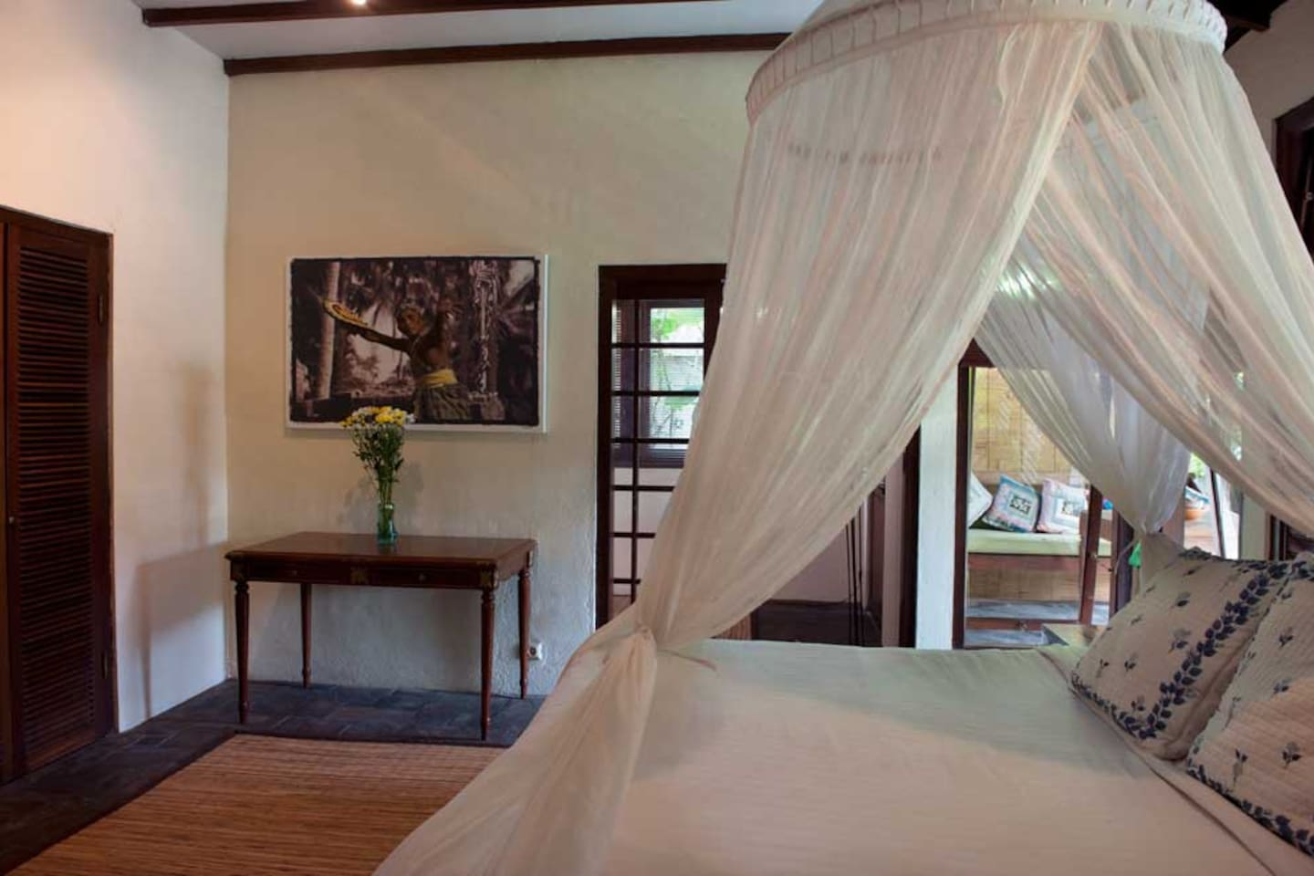 The double room is the master bedroom of this compound. It opens on to an extensive verandah and the plunge pool deck.