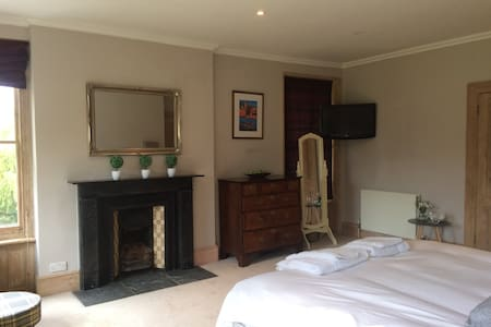 Lovely large double room/ensuite - Hadleigh - Bed & Breakfast