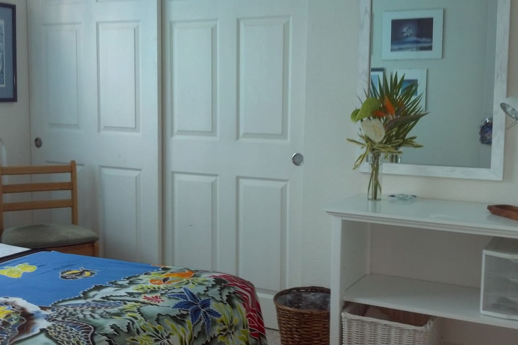 Dolphin Room, Perfect Kona Location