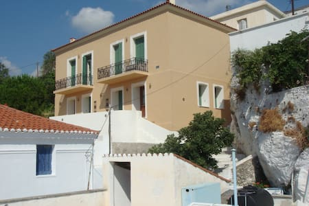KARMI Apartments - great views - Stenies