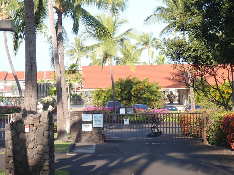 Entrance to Keauhou Surf & Racquet Club