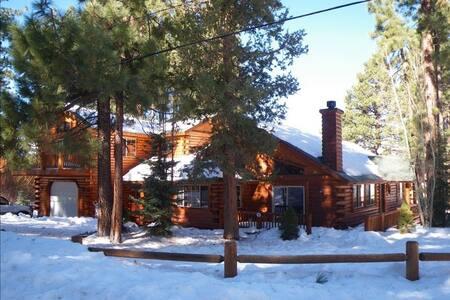 Paradise Pines- Spa and Game room! - Big Bear Lake