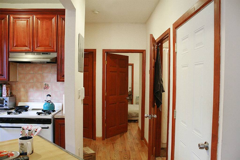 2 bedroom apt, 1 bath