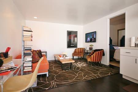 Heart of Hollywood Guest Apartment! - Los Angeles - House