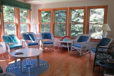 Tasteful cottage retreat in Niagara