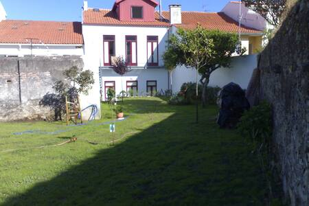 Wonderful house large garden 3 min walk to beach - Dom