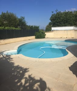 Très belle maison avec piscine. - House