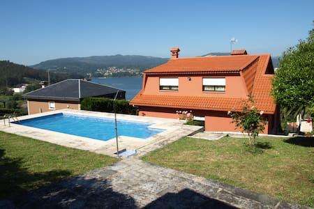 Chalet con piscina a a 15 minutos de Vigo - Casa