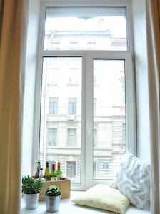 Room with mezzanine in the center - Санкт-Петербург - Wohnung