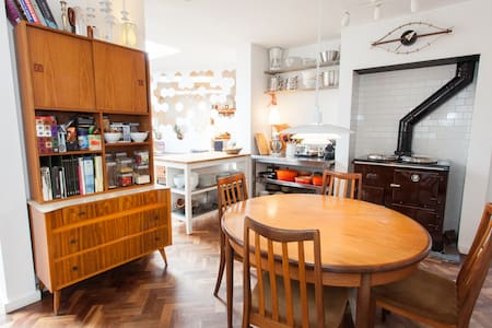 Double room in quiet cul-de-sac - House