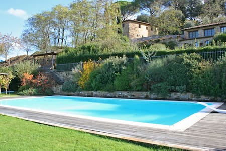Villa Cesare, sleeps 8 guests in Poggibonsi - Ellerone