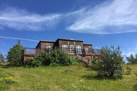 Amzing view, Eyjafjallajökull and Vestman Islands - Casa
