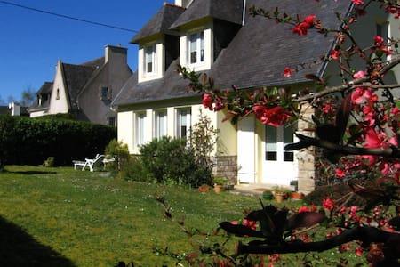 House with garden in a calm area  - Rumah