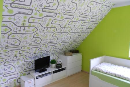 Zimmer zu vermieten - Hus