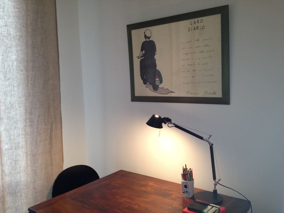 writing table and Nanni Moretti's Caro Diario for insipiration | scrivania e Moretti