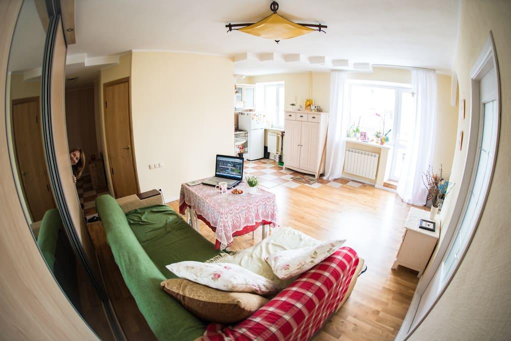 Room in bright apartment near metro