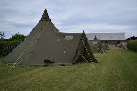 Tält på Bläsinge Gård i Kullabygden - Höganäs N - Tenda