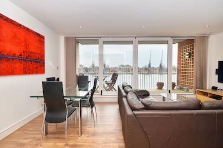 Luxury River View, Large Balcony - Londen